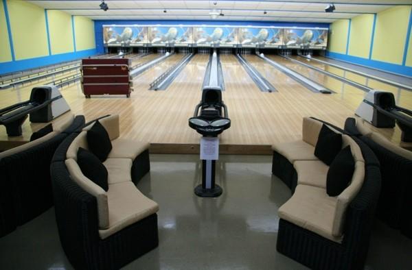 Un nouveau d cor pour les 20 ans du salon de quilles t mis for Decoration quille de bowling