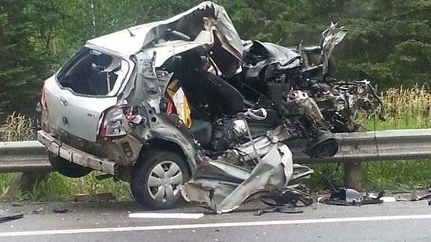 Collision entre un poids lourd et une voiture saint louis du ha ha - Accident de voiture coup du lapin ...