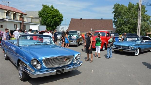 exposition de voitures antiques au parc du mont-citadelle samedi