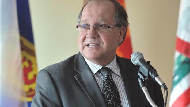 Bernard valcourt devant la chambre de commerce for Chambre de commerce de trois pistoles