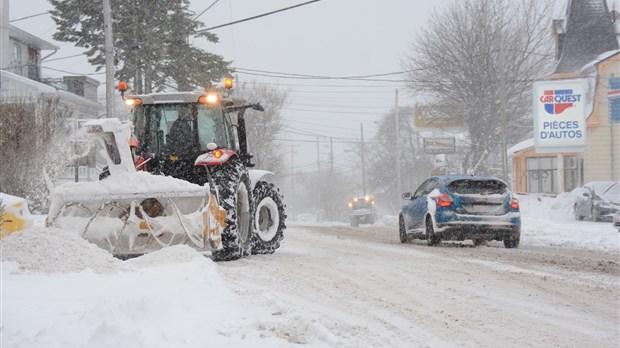 Une tempête de neige s'abat sur le Québec