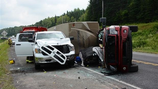 Collision impliquant trois véhicules sur la route 185