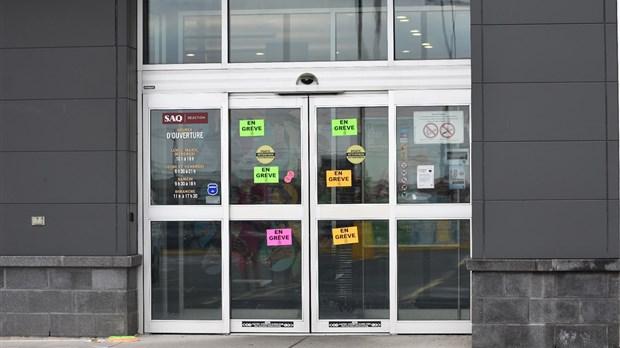 Des syndiqués des succursales de la SAQ en grève en Outaouais
