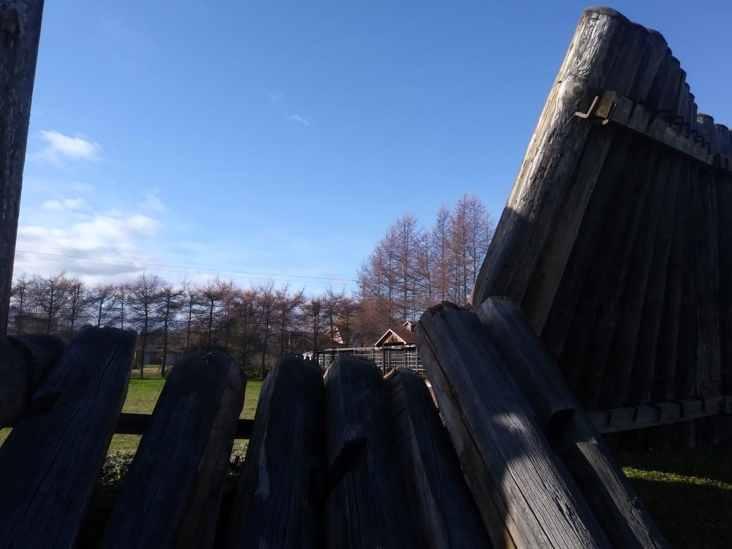 Faire Une Palissade Avec Des Branches une palissade du fort ingall endommagée par le vent