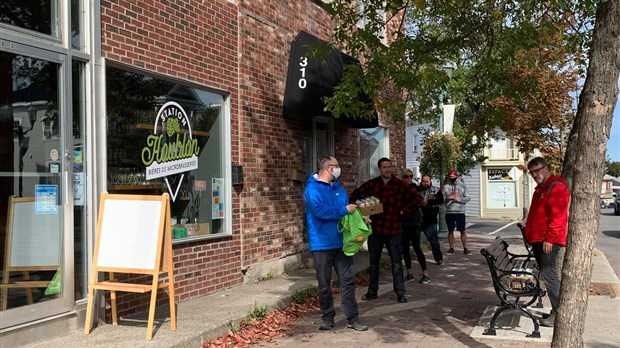 Québec resserre les mesures — Magasinage des fêtes