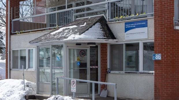 COVID-19: 22 décès et 2498 cas au Québec